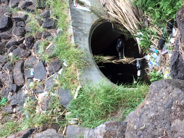 Photo on side!  Rubbish was up the dam wall and in front of the tunnel, after heavy rain.  These 3 photos should have appeared with data for 19-2-2017.