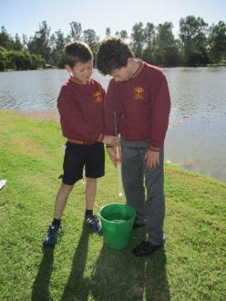 Thomas and Joe, St Mary\\\'s  Primary School Cohuna, carrying out the Turbidity test on the Gunbower Creek site